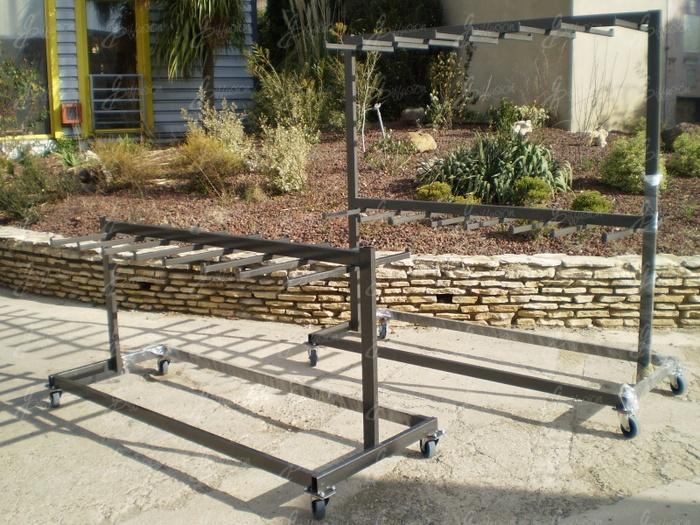 chaises pliantes rack de stockage pour chaises pliantes. Black Bedroom Furniture Sets. Home Design Ideas